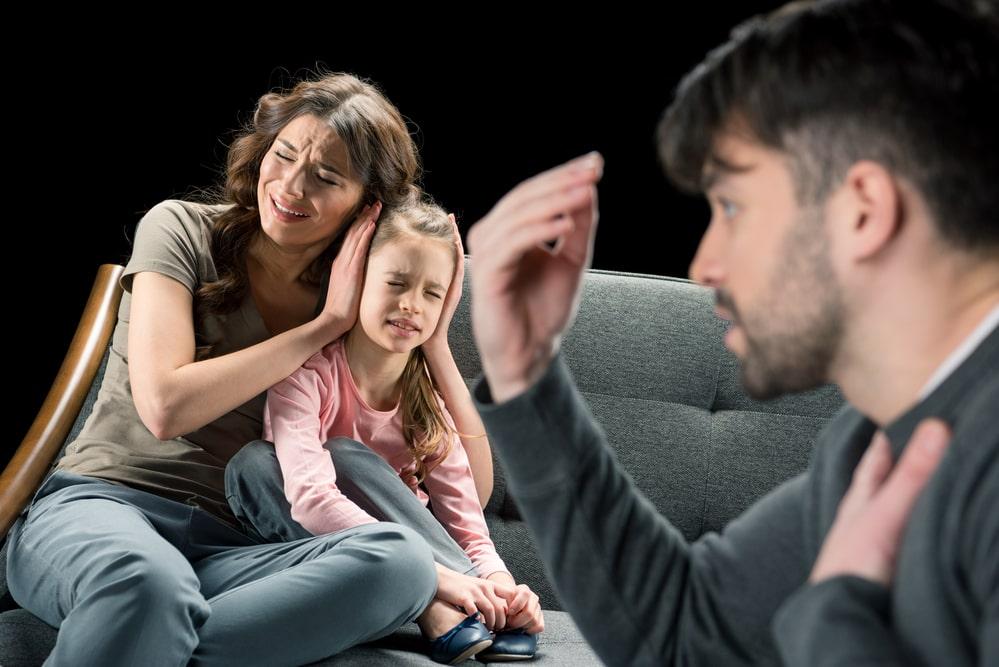 Муж раздражает по любому поводу: что делать, советы психолога